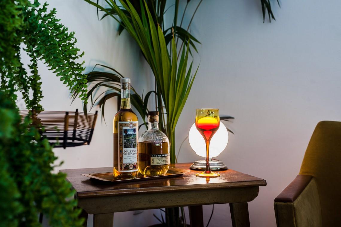 Showroom vintage i cocktail bar w sercu Saskiej Kępy. To miejsce zachwyca!