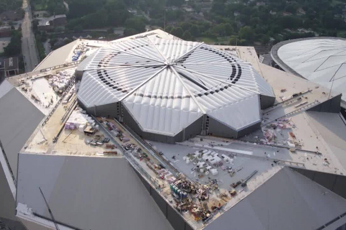 Dach stadionu, który... tańczy