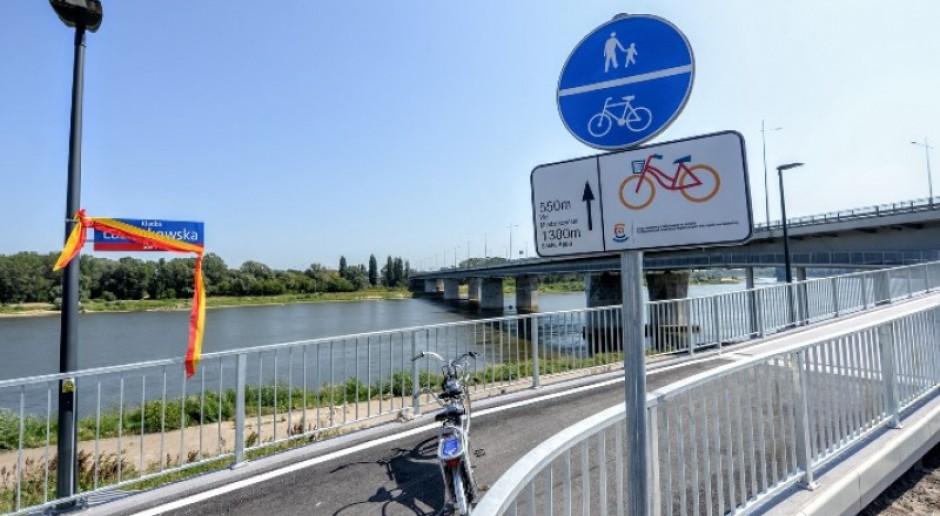 Kładka pieszo-rowerowa połączyła dwa brzegi Wisły. Oto nowa przeprawa Warszawy