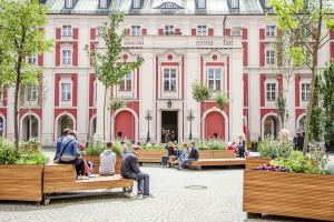 Uliczna kawiarnia, a może miejska agora? Tak zmienił się pewien dziedziniec w Poznaniu