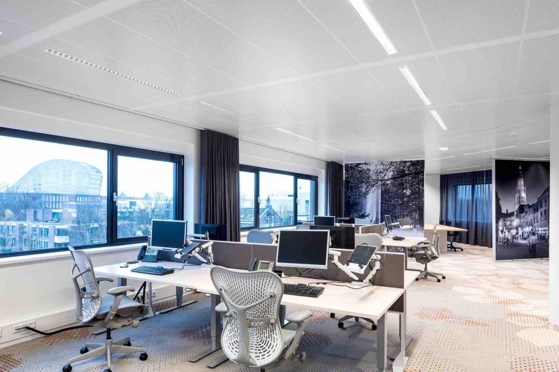 Jak zmienia się światło w biurach?