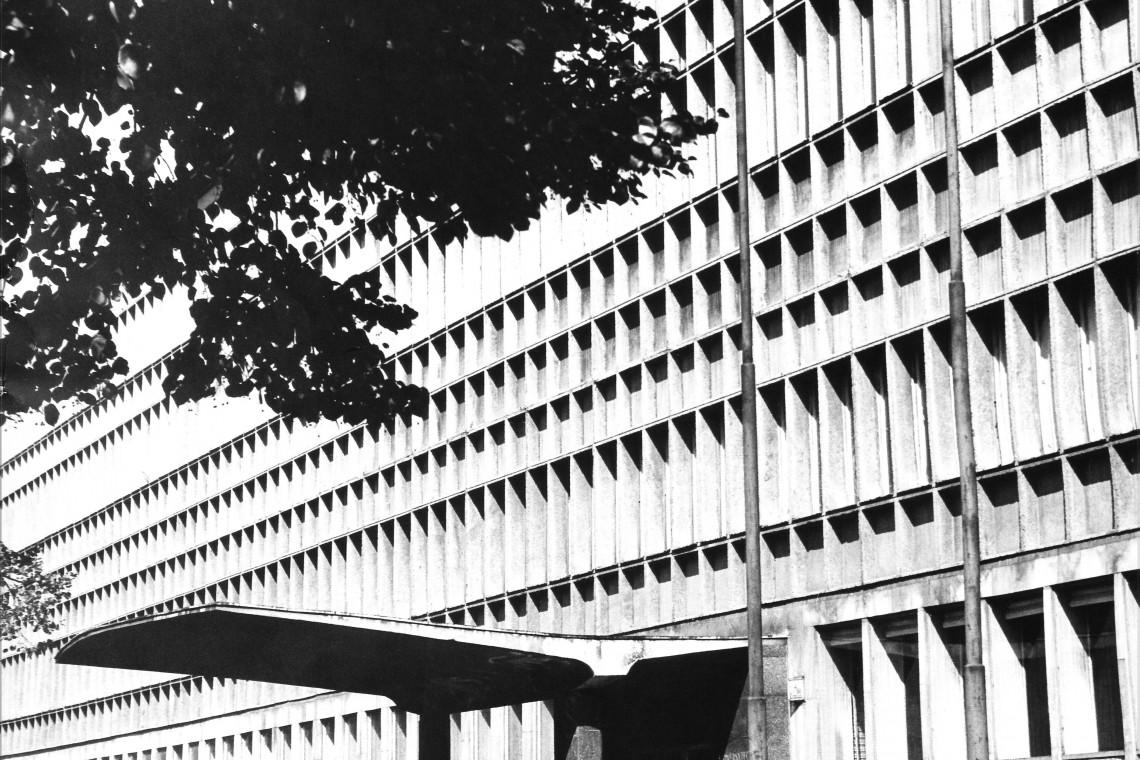 Oto perła architektury PRL - Biblioteka Uniwersytetu Łódzkiego, czyli popularna BUŁ-a