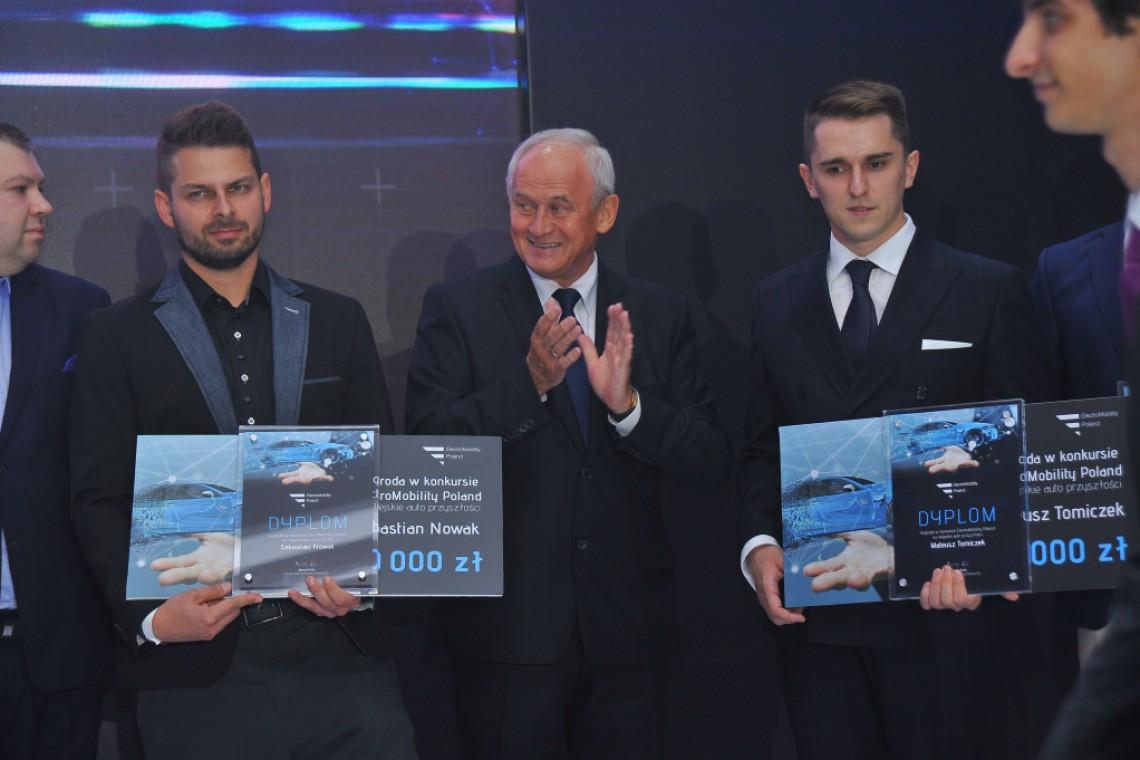 Czterech laureatów konkursu na koncepcję polskiego samochodu na prąd