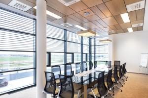 Poufność i design w gabinetach i salach konferencyjnych