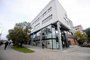 Największy dom kultury w Warszawie otwarty. Nie tylko elewacja zachwyca!