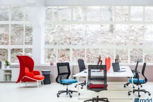 Jesienna nuda w biurze? Postaw na kolor
