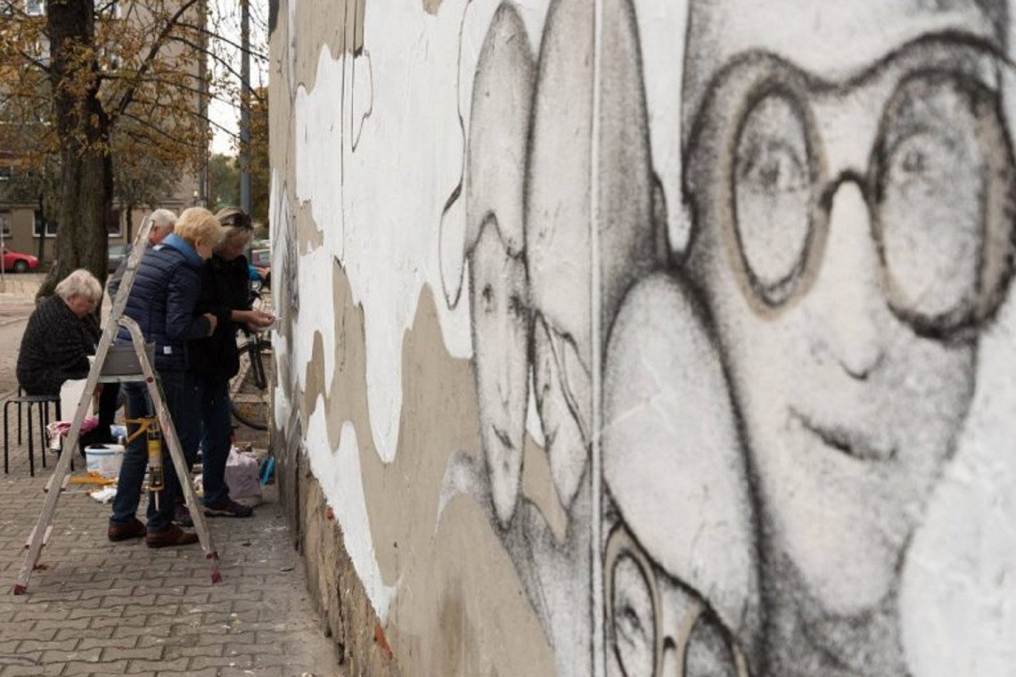 Chorzów z muralem pędzla seniorów