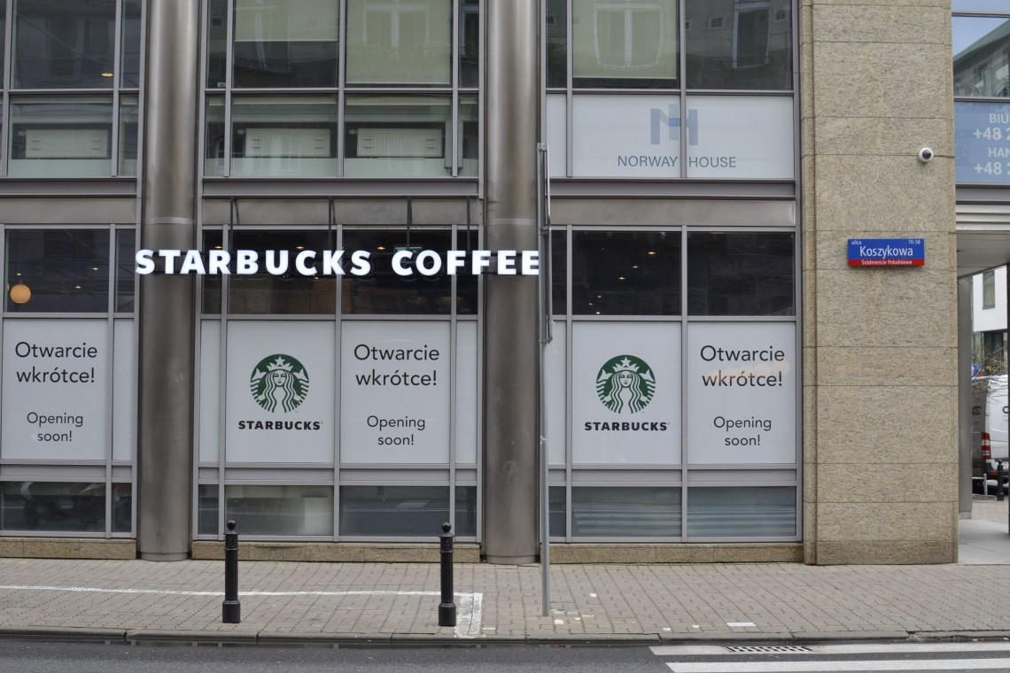 Starbucks patrzy na... Halę Koszyki