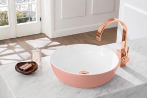 Biurowa łazienka w kolorze pudrowego różu? Czemu nie!