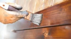 Drewno w biurze. Jak je odnowić i odpowiednio pomalować?