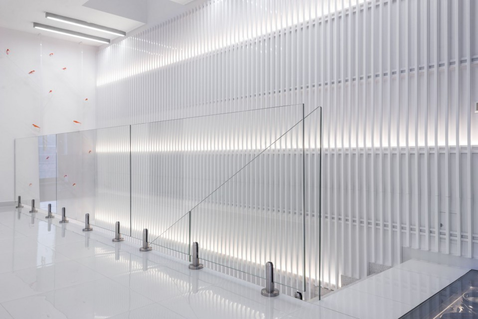 Tonący w bieli. Oto wnętrze biurowca firmy Bagramet