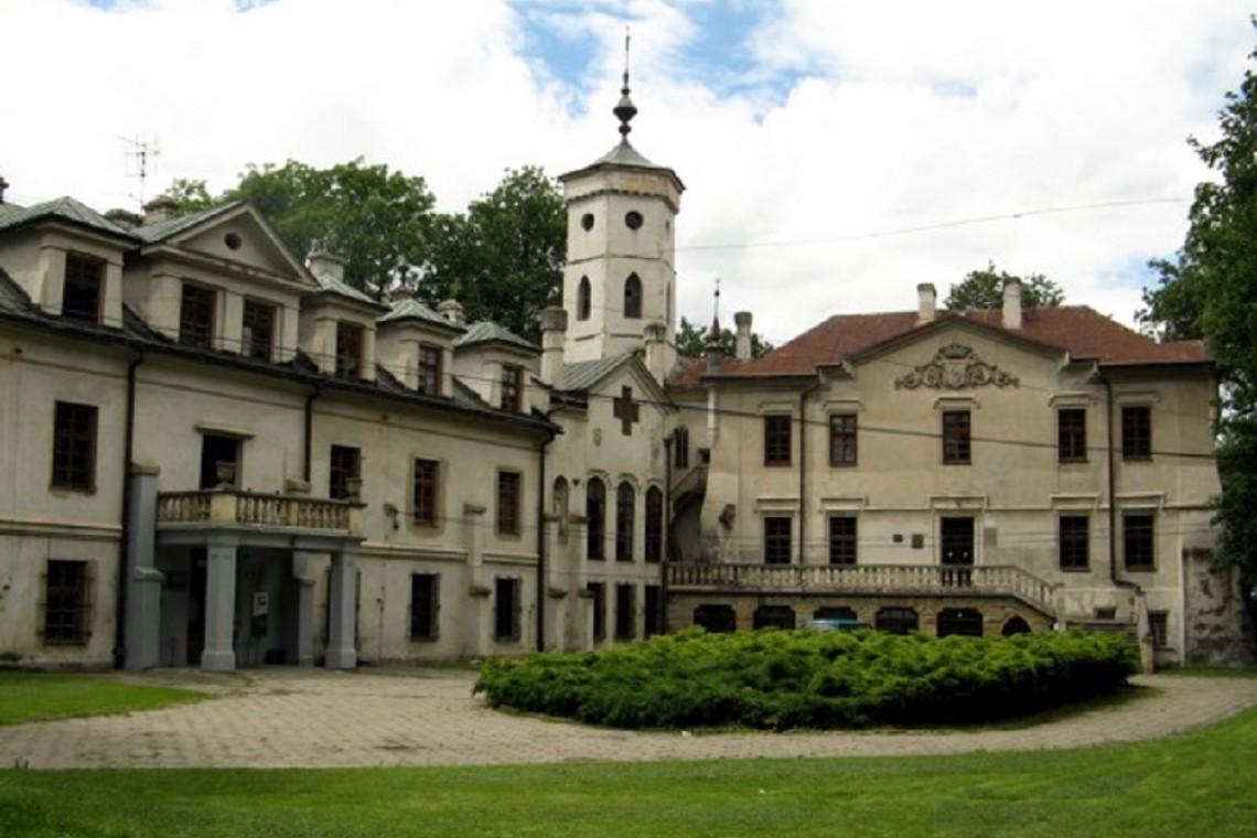 Pałac w Nawojowej zalśni dawnym blaskiem