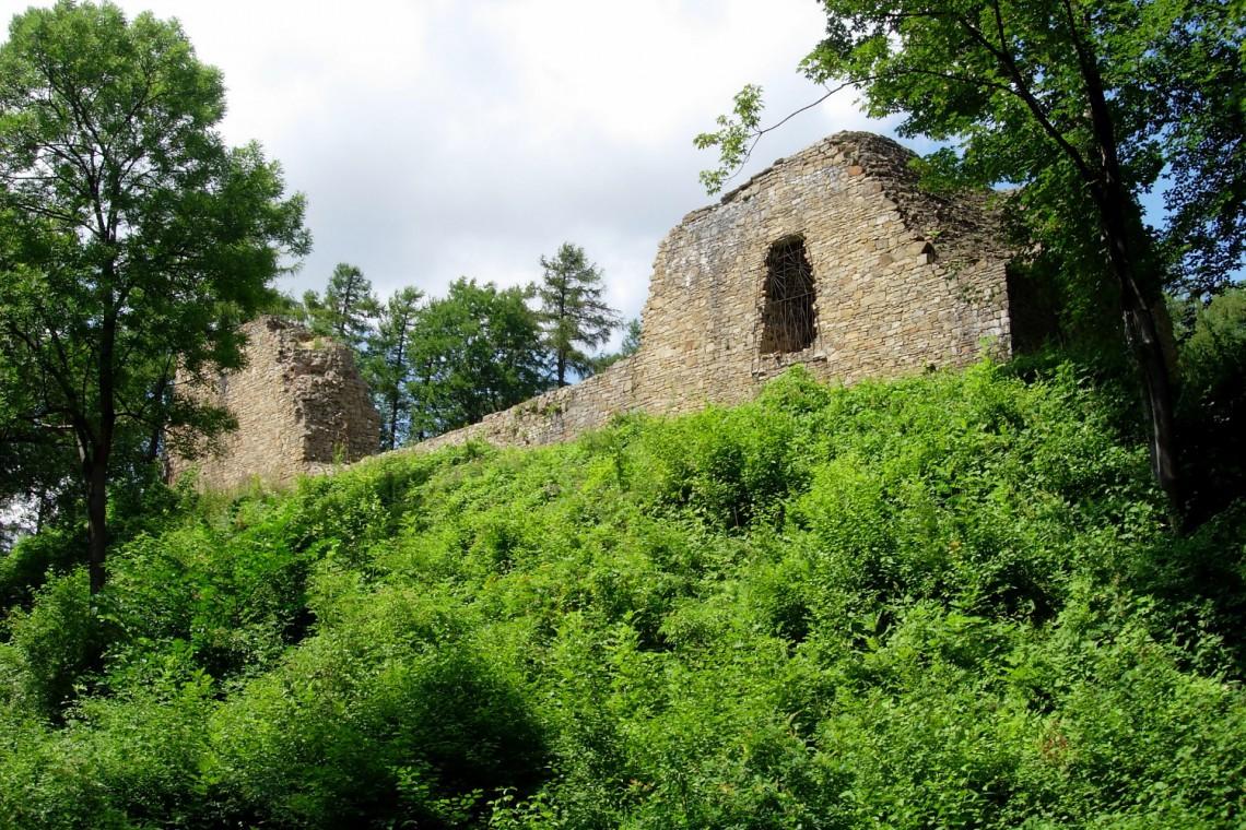 Lanckorona planuje rewitalizację wzgórza zamkowego. Dziś porządkuje ruiny