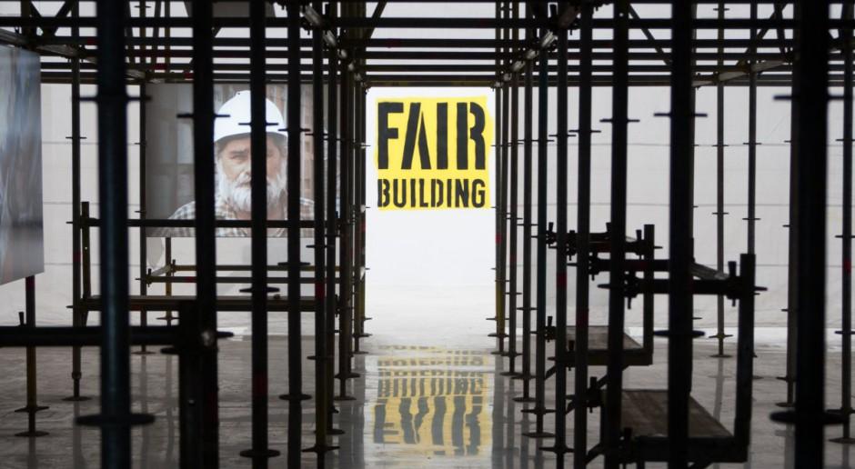 Fair Building. Czy wiesz, kto zbudował twój budynek?