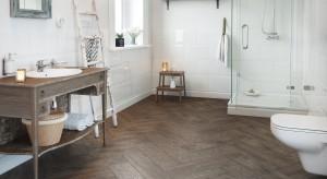 Czas wprowadzić drewno do łazienki