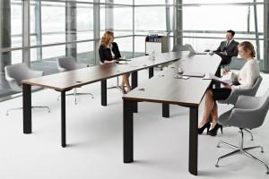 Czas na wybór stołu do sali konferencyjnej