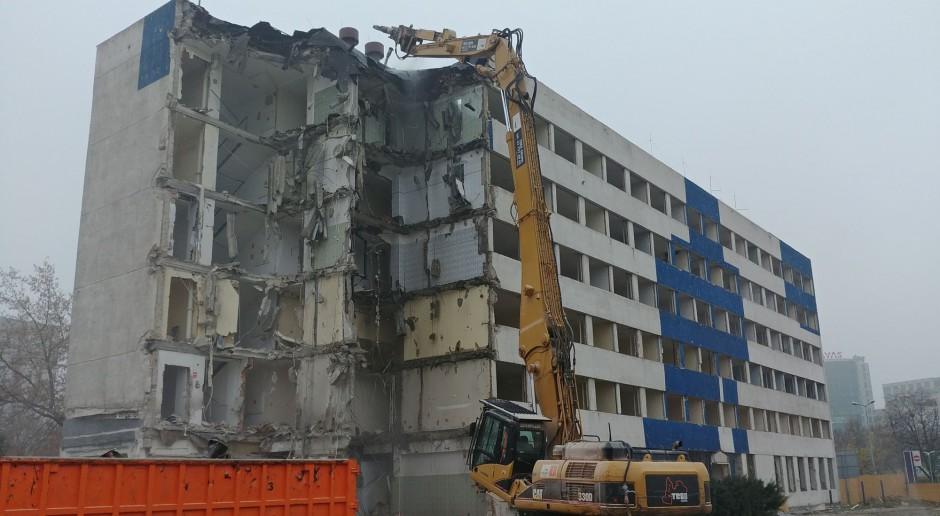 Burzą budynek przy Galerii Mokotów. Tu powstanie hotel Moxy