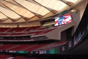 Rozświetlony hiszpański stadion Wanda Metropolitano