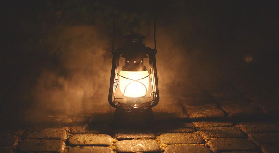 Łódź: na Księżym Młynie świecą stylowe latarnie