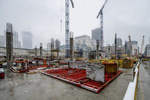 Mennica Legacy Tower wychodzi z ziemi. To projekt Goettsch Partners