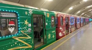 Warszawskie metro w świątecznej odsłonie