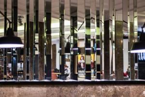 Kultowe Kino Muranów zalśniło dawnym blaskiem. MFRMGR Architekci stworzyli przestrzeń pełną iluzji