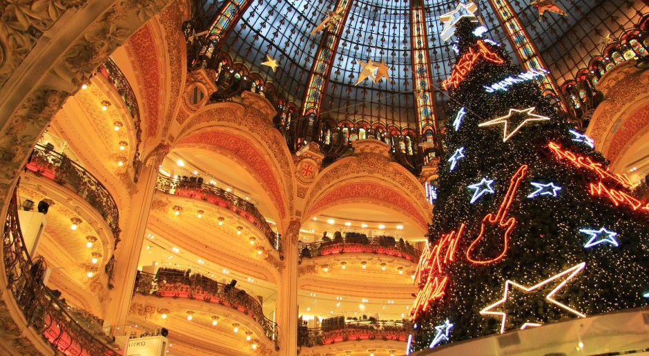 Paryskie domy towarowe. Bajkowy teatr świątecznych witryn