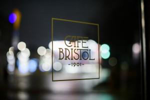 Oto nowa i pełna klasy odsłona Café Bristol. To projekt Studio Sagrada