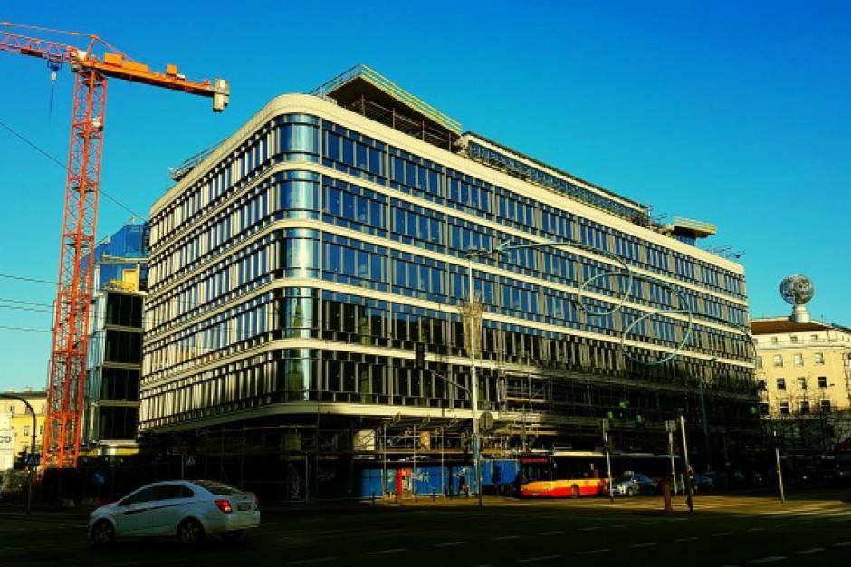 Na Cedecie Zawisl Oryginalny Neon Zrekonstruowana Fasada Budynku