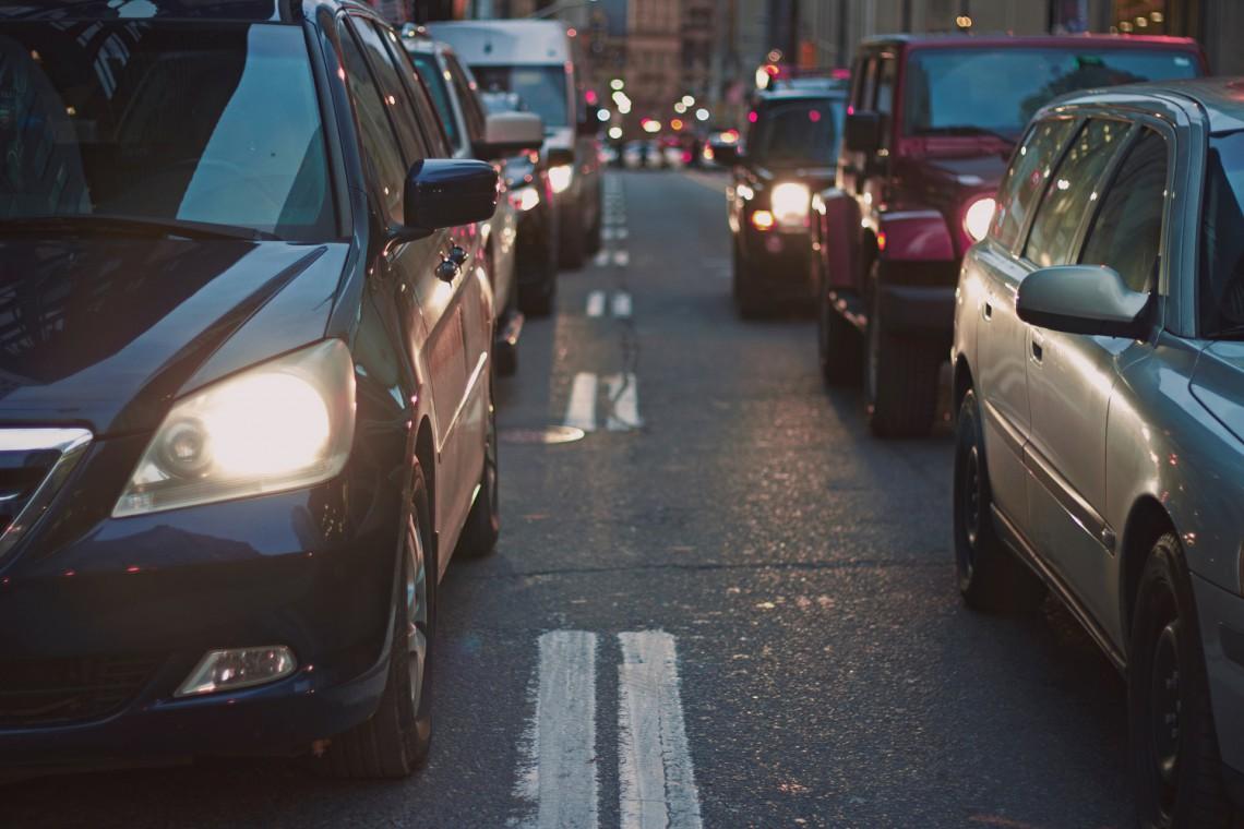 Stowarzyszenie Miasto Jest Nasze chce ograniczenia parkowania na chodnikach