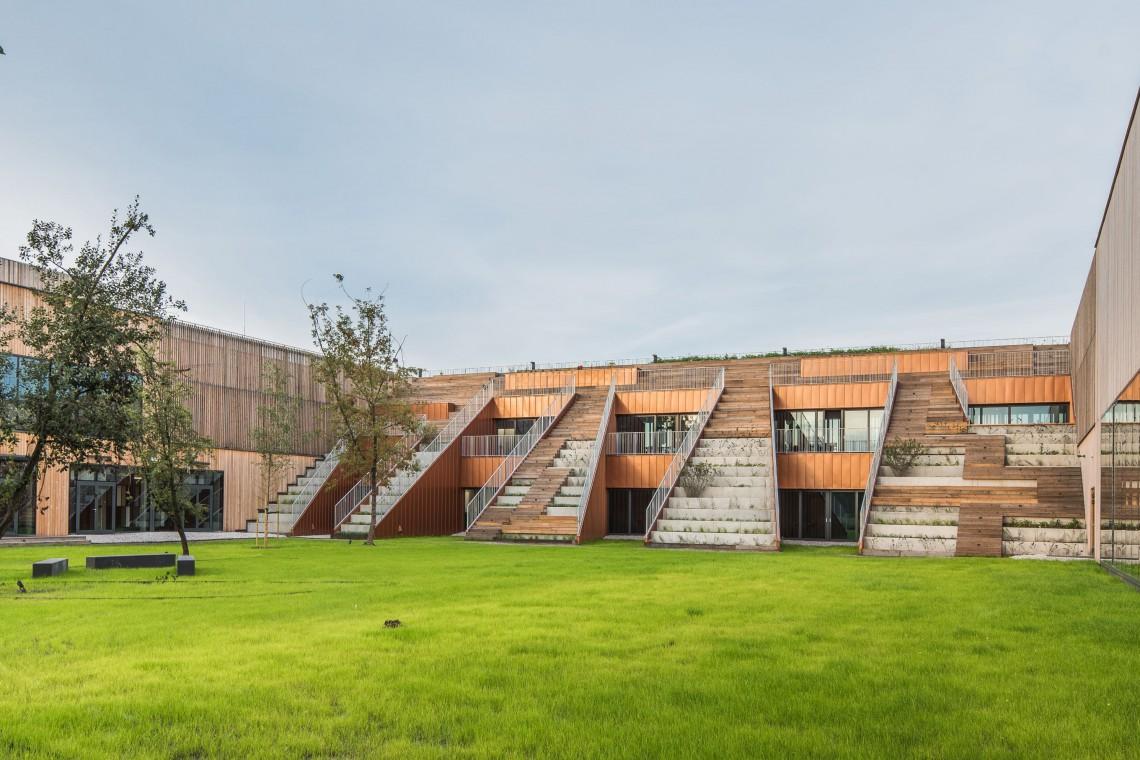 To jedna z najbardziej inspirujących architektonicznie szkół w Polsce. Projekt wart wyróżnienia