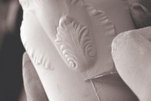Niezastąpione piękno białego złota. Czym różni się porcelana od fajansu?