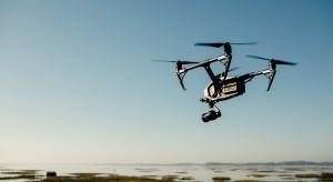 W Katowicach dezynfekują ławki... dronem