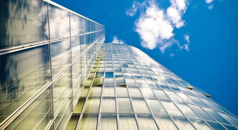 Dobry projekt biurowca gwarantuje optymalny dostęp do światła dziennego