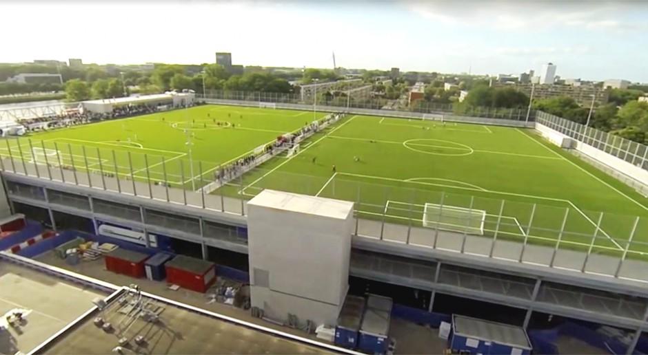 Boiska sportowe na zielonych dachach