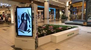 Przestrzeń poznańskiej galerii handlowej wypełniły wyspy kwiatowe