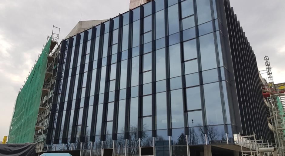 Pierwszy projekt Ghelamco w Krakowie już z wiechą. To biurowiec .big spod kreski Q-arch