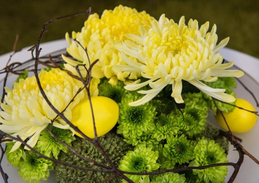 Wielkanocny design z chryzantemą na czele