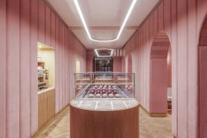 Wnętrze jak eklerek. Nanan we Wrocławiu najbardziej różową cukiernią na świecie?