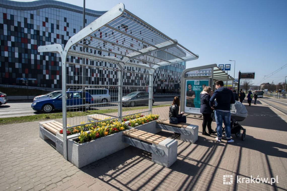W Krakowie pojawiają się zielone przystanki