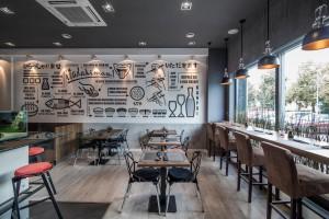 Japońskie akwarium, laleczki kokeshi oraz mural. Oto Łuski i Ości spod kreski The Space