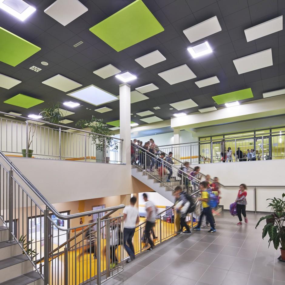 Projektować tak, by eliminować problemy z hałasem w biurach i szkołach