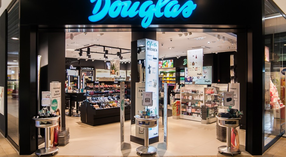 Douglas się zmienia. Nowy design z meblami personalizowanymi