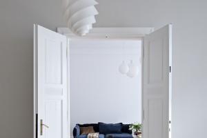 Skandynawski design w zabytkowej kamienicy. Oto przestrzeń zrodzona z wielkiej pasji