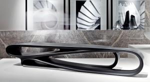 Stolik kawowy niczym małe dzieło sztuki. To projekt Zaha Hadid Design