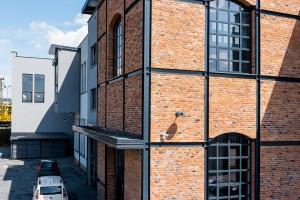 Oto najpiękniejszy budynek XXI wieku w Nowym Sączu. Autorem projektu jest Art Studio Paweł Kurzeja