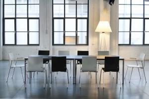 Czas na lunch, czyli jak zaaranżować przestrzeń kuchenną w biurze