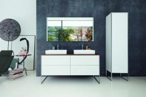 Meble łazienkowe urzekają eleganckim designem. To efekt współpracy niemieckiej marki z Kurtem Merki Jr