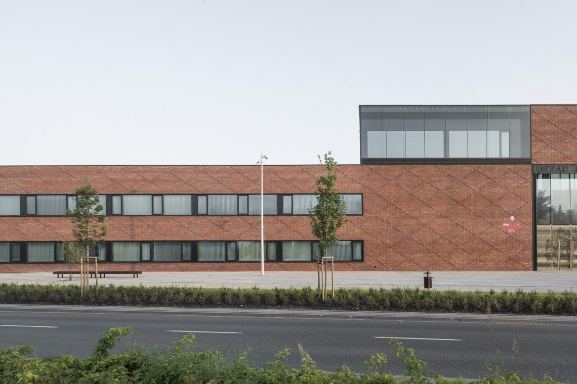 Oto nowy budynek Ratusza Miasta i Gminy Konstancin-Jeziorna. To projekt BBGK Architekci