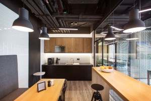 To najnowsze biuro Acer w Polsce. Architekci postawili na mech, bambus i beton
